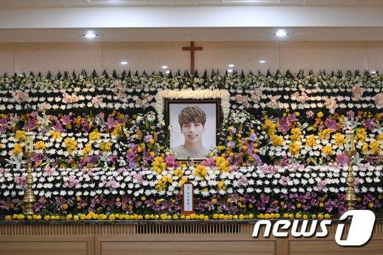 BTS, NCT, BoA, dan SNSD Datang ke Rumah Duka Jonghyun SHINee