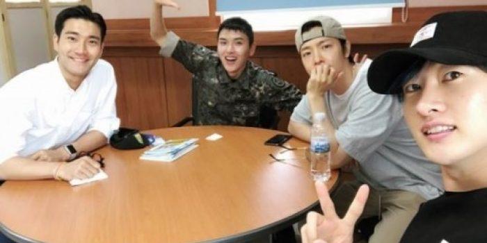 Super Junior Mengunjungi Ryeowook di Militer