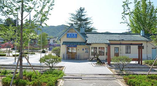 Menelusuri Jejak Penulis yang Dicintai Masyarakat Korea, 'Stasiun Kim Yu-jeong' – KoreanIndo